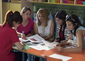 Grupo de madres con profesora